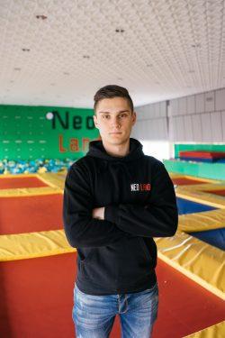 Тренер-инструктор по прыжкам на батуте